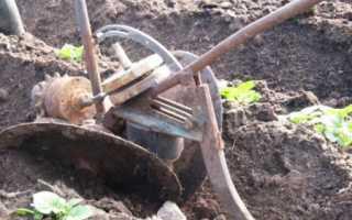 Ручной плуг-окучник для картофеля