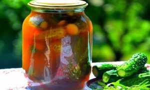 Огурцы с кетчупом чили — любимые заготовки на зиму